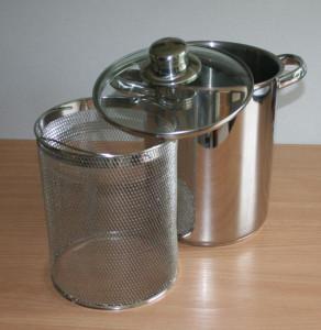Edelstahltopf mit Glasdeckel und Einsatz